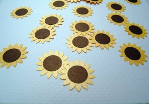 Brighten up your tables with this pleasant sunflower confetti